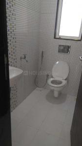 पवई में पीजी भांडूप के कॉमन बाथरूम की तस्वीर