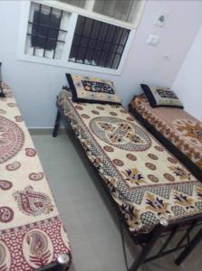 Bedroom Image of Subbarayan Hostel For Gents in Tharamani