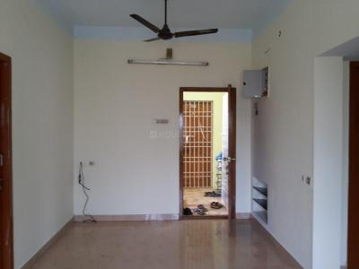 Gallery Cover Image of 940 Sq.ft 3 BHK Apartment for rent in Selaiyur for 11000