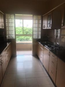 Gallery Cover Image of 758 Sq.ft 2 BHK Apartment for rent in Bandra West for 80000