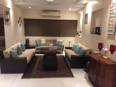 Gallery Cover Image of 800 Sq.ft 2 BHK Apartment for rent in Juhu for 135000