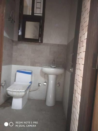 Common Bathroom Image of 1800 Sq.ft 3 BHK Apartment for rent in Vasundhara for 18000