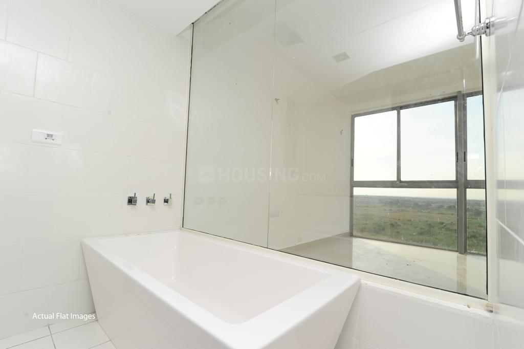 Common Bathroom Image of 1673 Sq.ft 2 BHK Apartment for buy in Tellapur for 8097454