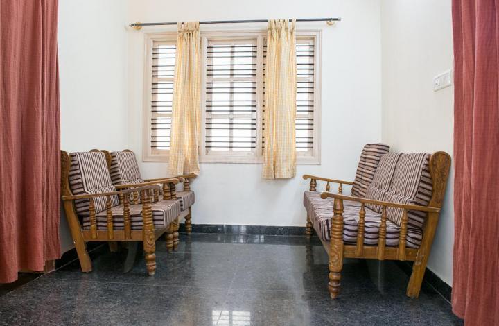 भयरवेश्वर नगर में गर्ल्स पीजी में लिविंग रूम की तस्वीर