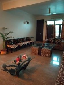 Gallery Cover Image of 4200 Sq.ft 4 BHK Apartment for buy in Gaursons Hi Tech Gaur Green Avenue, Abhay Khand for 25000000