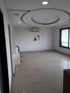 Gallery Cover Image of 2000 Sq.ft 3 BHK Apartment for rent in Andheri West for 85000