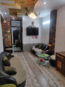 Gallery Cover Image of 760 Sq.ft 2 BHK Independent Floor for buy in Vikaspuri for 7500000