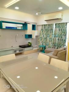 Gallery Cover Image of 1650 Sq.ft 3 BHK Apartment for rent in Kailash, Ghatkopar East for 110000