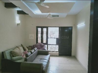 Gallery Cover Image of 1800 Sq.ft 3 BHK Apartment for rent in Rajouri Apartments, Rajouri Garden for 30000