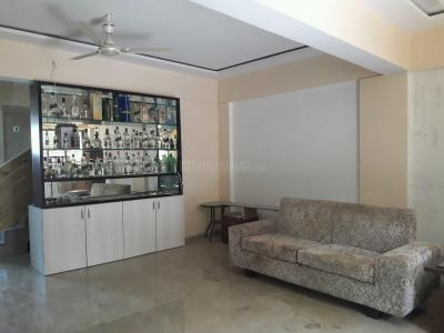 Gallery Cover Image of 2500 Sq.ft 3 BHK Independent House for rent in Kandivali West for 100000