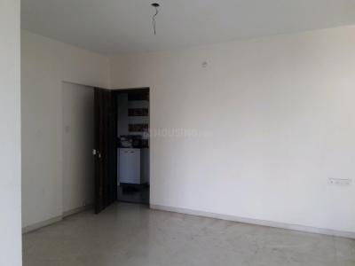 Gallery Cover Image of 800 Sq.ft 2 BHK Apartment for buy in Malad East for 13500000