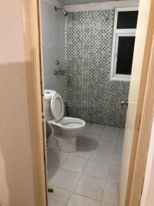 पिजन स्प्रिंग मीडोज, नोएडा एक्सटेंशन  में 3700000  खरीदें  के लिए 3700000 Sq.ft 3 BHK अपार्टमेंट के बाथरूम  की तस्वीर