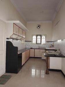 Gallery Cover Image of 1100 Sq.ft 2 BHK Apartment for rent in Basaveshwara Nagar for 25000