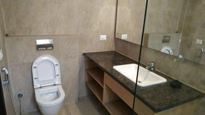 Bathroom Image of 726 Sq.ft 1 BHK Apartment for buy in Ameya Sapphire Eighty Three, Sector 83 for 4500000