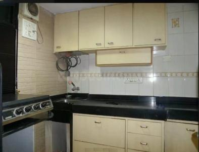 Gallery Cover Image of 600 Sq.ft 1 BHK Apartment for rent in Pleasant CHS, Malad West for 24000