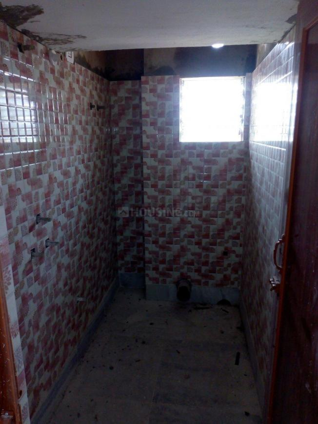 Common Bathroom Image of 625 Sq.ft 2 BHK Apartment for buy in Sodepur for 1562000