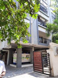 Gallery Cover Image of 1612 Sq.ft 3 BHK Apartment for rent in Chetpet for 38000