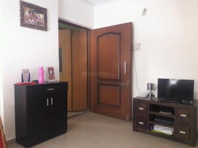 Gallery Cover Image of 580 Sq.ft 1 BHK Apartment for rent in Kandivali East for 19000