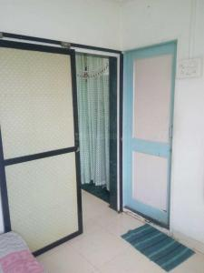 Gallery Cover Image of 340 Sq.ft 1 RK Apartment for rent in Kandivali West for 16000