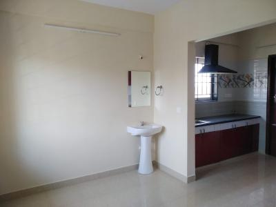 Gallery Cover Image of 600 Sq.ft 1 BHK Apartment for rent in Domlur Layout for 17000