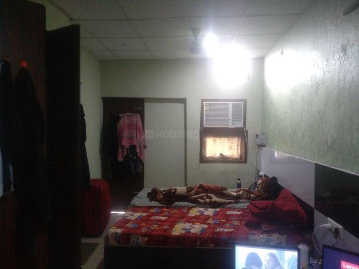 सेक्टर 17 में पूजा पीजी के बेडरूम की तस्वीर