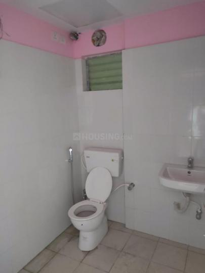 Common Bathroom Image of 950 Sq.ft 2 BHK Apartment for rent in Sodepur for 12000