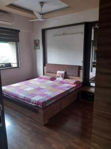 Gallery Cover Image of 2007 Sq.ft 3 BHK Apartment for buy in Thaltej for 16000000