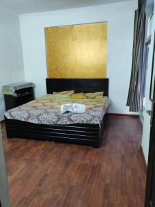 Gallery Cover Image of 1120 Sq.ft 2 BHK Apartment for rent in Sector 76 for 23000