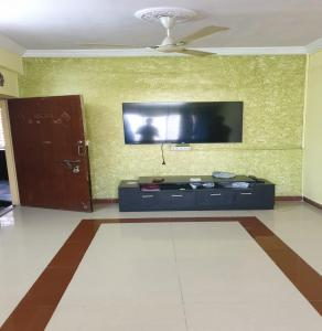 Gallery Cover Image of 1100 Sq.ft 2 BHK Apartment for rent in Powai for 41000