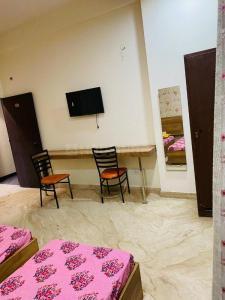 सेक्टर 16 में मन्नत पीजी होम के बेडरूम की तस्वीर