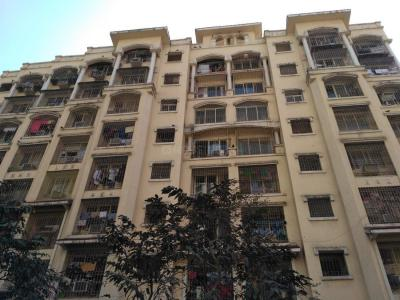 Gallery Cover Image of 625 Sq.ft 1 BHK Apartment for rent in Kandivali East for 22500
