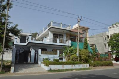 Gallery Cover Image of 970 Sq.ft 1 BHK Independent Floor for rent in Sector 10A for 11200