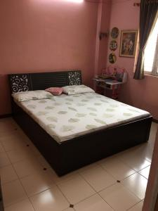 Gallery Cover Image of 150 Sq.ft 2 BHK Apartment for rent in Chanakyapuri for 12500