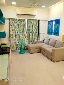 Gallery Cover Image of 1100 Sq.ft 2 BHK Apartment for rent in Mayfair Hillcrest, Vikhroli West for 58000