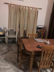Gallery Cover Image of 1250 Sq.ft 1 BHK Independent Floor for rent in Dalanwala for 15000