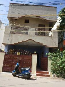 Gallery Cover Image of 1800 Sq.ft 3 BHK Independent House for rent in Velachery for 28000