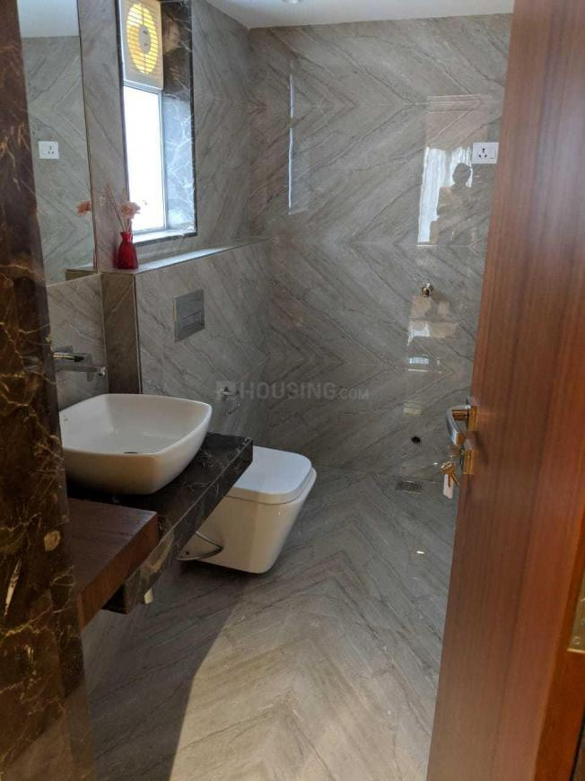 Common Bathroom Image of 700 Sq.ft 2 BHK Apartment for rent in Borivali West for 32000