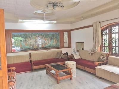Gallery Cover Image of 4050 Sq.ft 4 BHK Independent House for buy in Navrangpura for 45000000