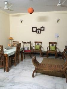 Gallery Cover Image of 2150 Sq.ft 3 BHK Independent Floor for rent in Sector 15A for 18000