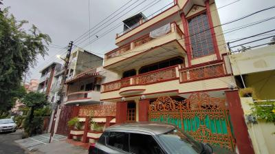 Gallery Cover Image of 3200 Sq.ft 3 BHK Independent Floor for rent in Sector 52 for 20000