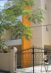 Gallery Cover Image of 1900 Sq.ft 3 BHK Apartment for buy in Anna Nagar for 21000000