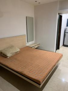 Gallery Cover Image of 350 Sq.ft 1 RK Apartment for rent in Bandra West for 50000