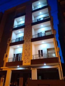 Gallery Cover Image of 1180 Sq.ft 2 BHK Apartment for buy in Amrutahalli for 5100000