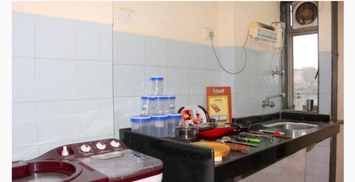 ठाणे वेस्ट में एवरेस्ट वर्ल्ड बासिल के किचन की तस्वीर