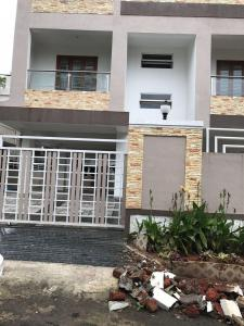 Gallery Cover Image of 5300 Sq.ft 8 BHK Independent House for buy in Katraj for 36000000