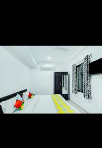Gallery Cover Image of 250 Sq.ft 1 RK Apartment for rent in Bhuwana for 6500