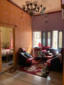 Gallery Cover Image of 1800 Sq.ft 5 BHK Independent Floor for buy in Barrackpore for 7500000