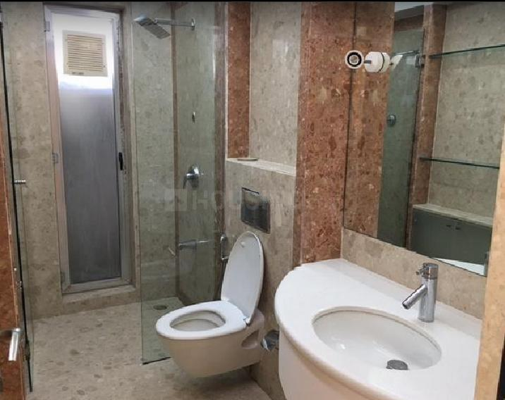 Common Bathroom Image of 2500 Sq.ft 3 BHK Apartment for rent in Juhu for 225000