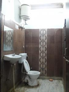 सेक्टर 38 में बॉइज़ पीजी के बाथरूम की तस्वीर