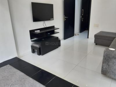 Gallery Cover Image of 750 Sq.ft 1 BHK Apartment for rent in Lokhandwala Complex, Andheri West for 42000